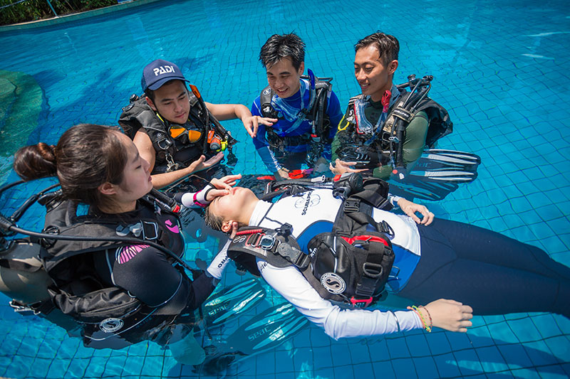 PADI Rescue Diver Course Confined Water Session